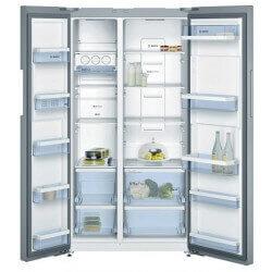 Réfrigérateur Bosch gris. Double portes ouvertes, vue de face.