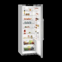 Réfrigérateur Liebherr gris. Porte ouverte, vue de 3/4.