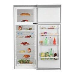 Réfrigérateur Bosch gris. Porte ouverte, vue de face, avec nourriture.