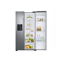 Réfrigérateur Samsung gris. Porte de droite ouverte avec nourriture, vue de face.